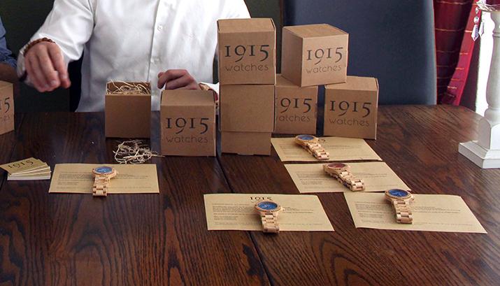 Houten_horloges_1915_Teylingen-johnny-en-robert-spies_foto_Lisa_de_Blok_Nieuwsnl