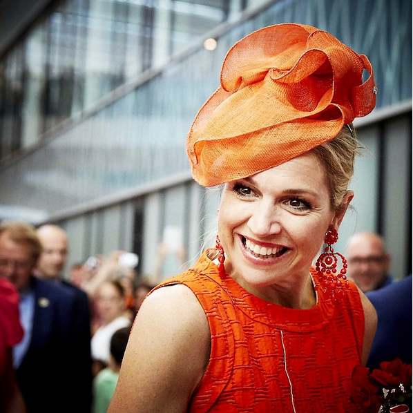 Hoed van Fabienne Delvigne jurk van Natan julianaziekenhuis 12 6 2015