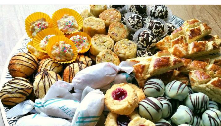 Het Suikerfeest Veel Koekjes Zoetigheden En Andere Traditionele Gerechten