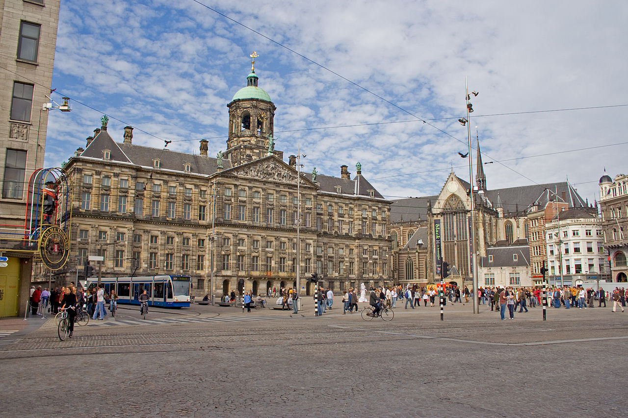 Koninklijk-Plein-Amsterdam-HQ-Coenvanderwoude-CC-BY-SA-3.0.jpg