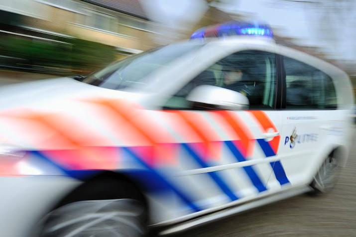 Agenten gewond na frontale botsing met spookrijdende verdachten op A1.