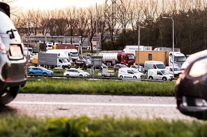 A16 dicht door ernstig ongeval.