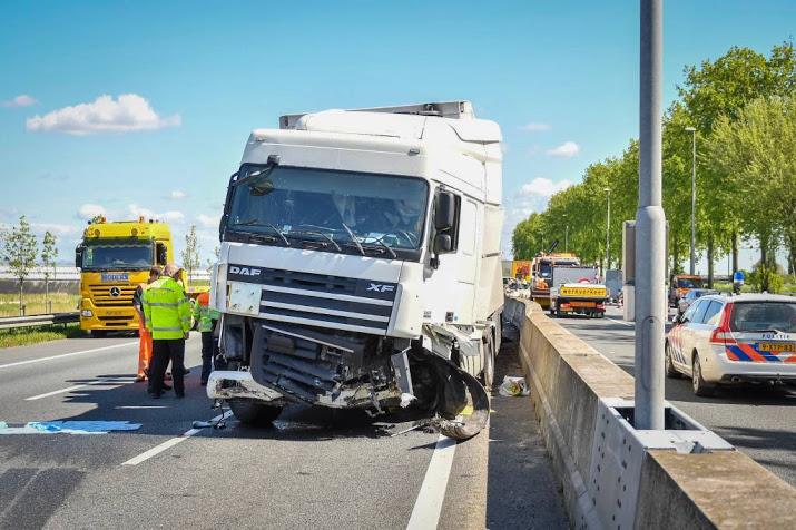Verkeerschaos en gewonden door ongeval op A12.
