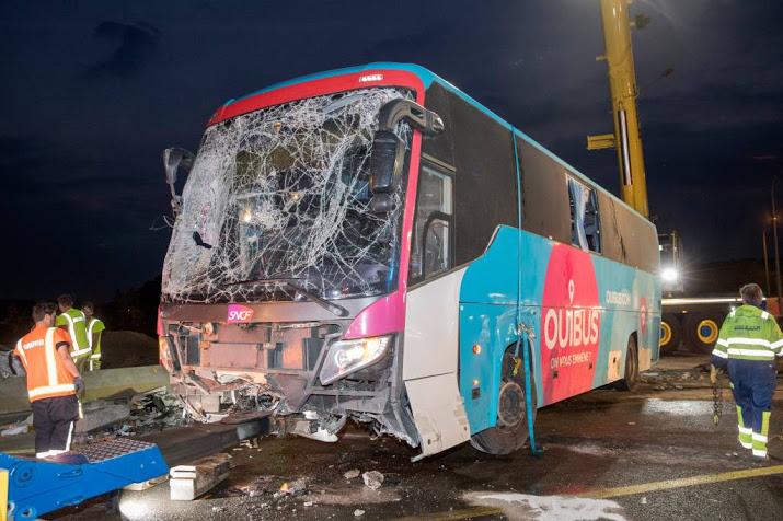 Twee Nederlanders zwaargewond door busongeval.