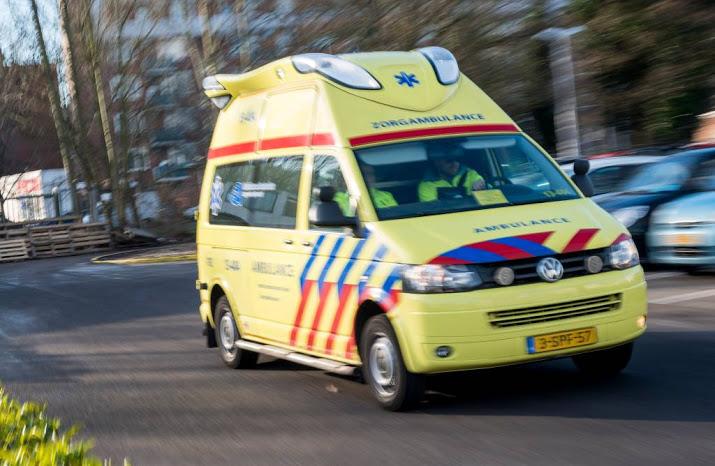 Vrouw en kind met spoed naar ziekenhuis na auto-ongeluk op A1 bij Rijssen.