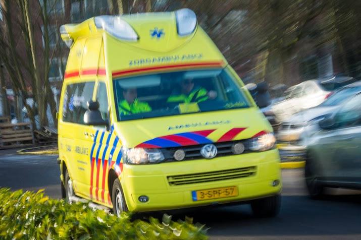 Wielrenner gewond na aanrijding door tractor.