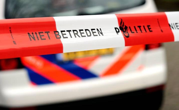 Bestuurder komt om het leven bij frontale botsing op boom bij Enschede.