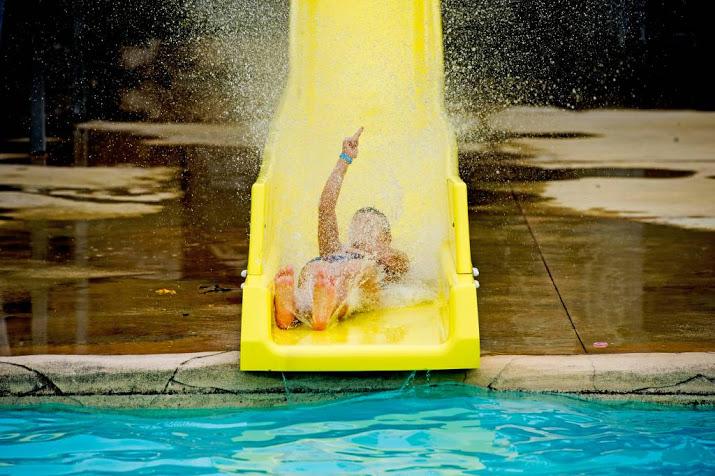Glijbaan zwembad Ede per direct dicht na ongelukken.