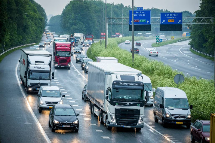 A8 dicht bij Zaandam door ongeluk.