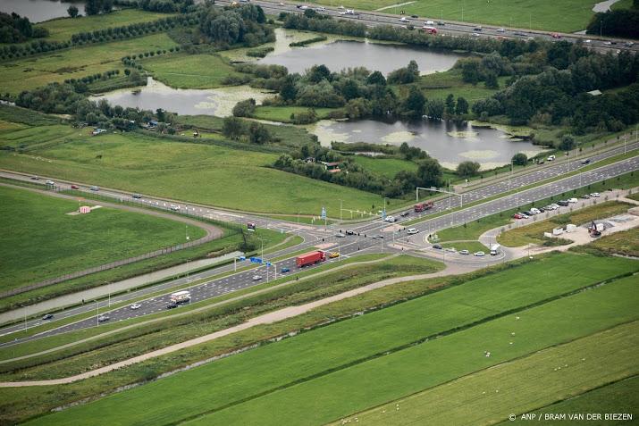 A13 richting Den Haag dicht door ongeval.
