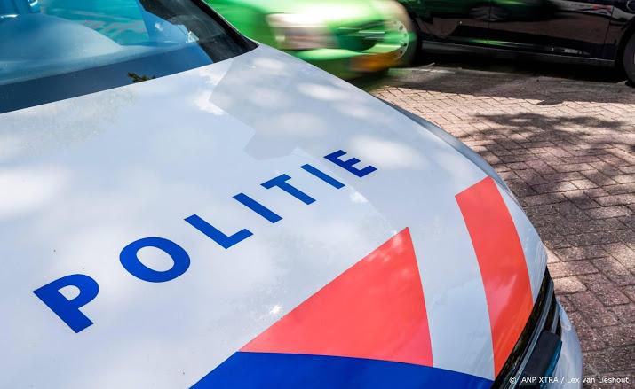 Fietser gewond na aanrijding met politieauto.