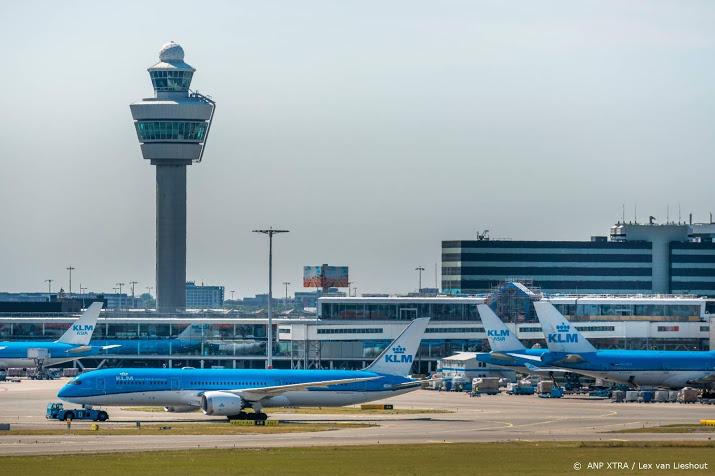 Botsing vliegtuigen bij gate op Schiphol.