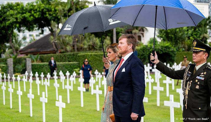 Koningspaar ontmoet overlevenden bootongeluk.
