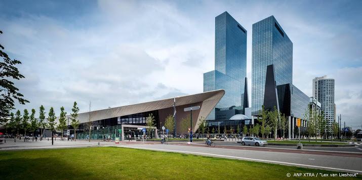 Man overlijdt door ongeluk centrum Rotterdam.