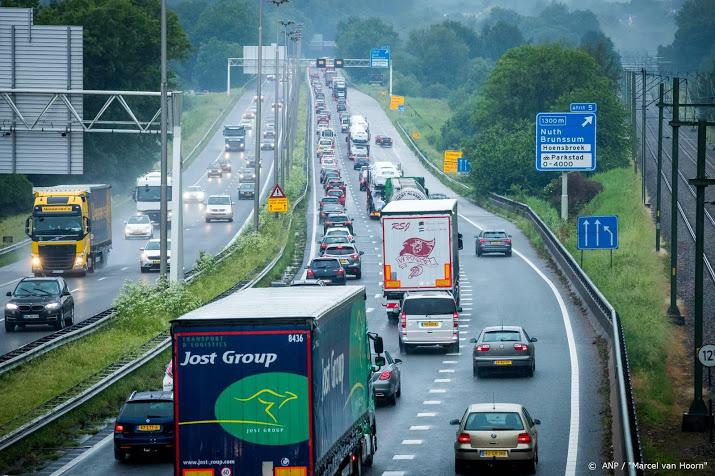 Flink oponthoud door ongeluk A2 bij Oudenrijn.