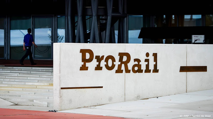 Schade botsing trein en vrachtwagen Roermond groter dan gedacht.