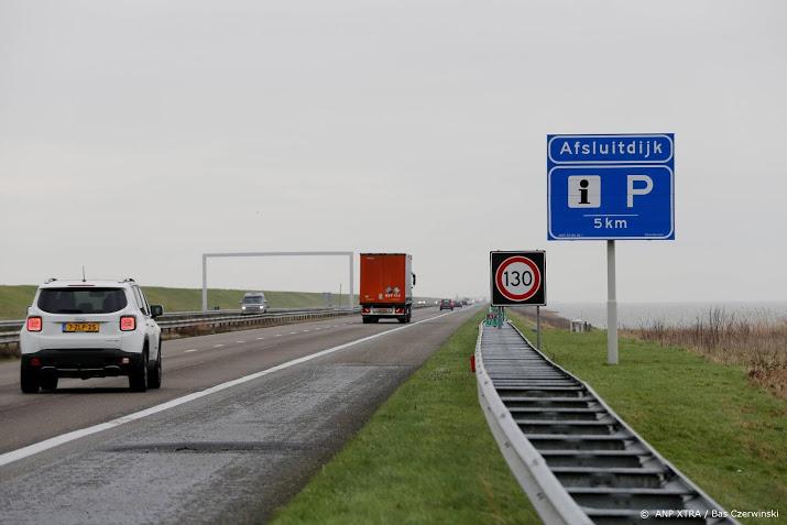 Afsluitdijk richting Friesland dicht vanwege ongeval met vrachtwagen.