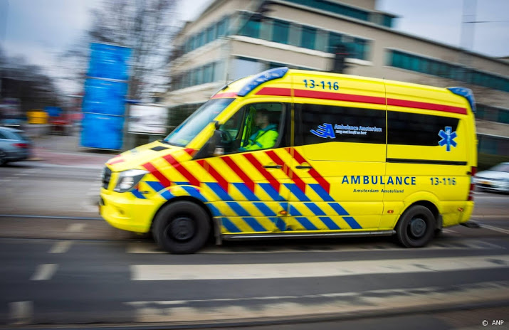 Man uit Anna Paulowna dood na botsing transformatorhuisje.