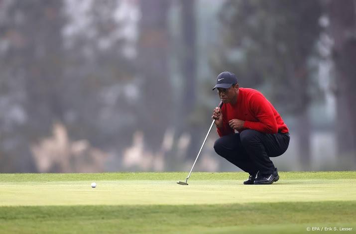Golficoon Tiger Woods gewond door auto-ongeluk.
