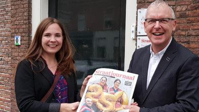 Gwendelyn Luijk (hoofdredacteur Straatjournaal) en Rob Wieleman (Kennemer Business)