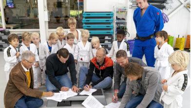 Ondertekeningsmoment bij Sportinstituut Tom van der Kolk