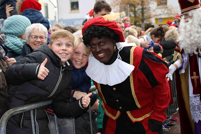 Zwarte Pieten Maken Groot Feest Van Intocht Sinterklaas In Ermelo Ermelo