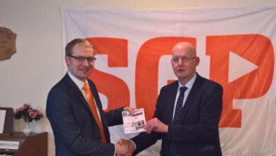 Pieter Stam (schrijver) en Jowan Heres (voorzitter).