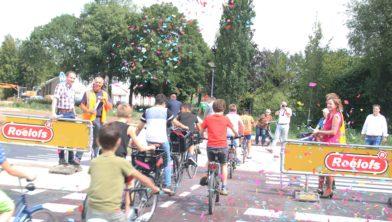 De feestelijke opening van de rotonde op vrijdag 13 juli.