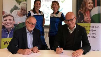 Wethouder Sport Laurens Klappe en en Manager Zorg, Arbeid en Activiteit Efred Bos.