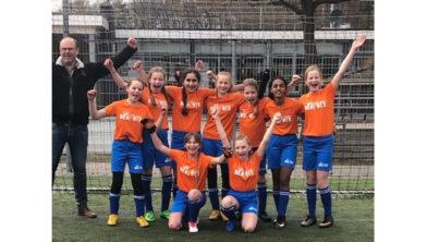 De Beatrixschool, winnaar van het Ermelose meisjestoernooi.