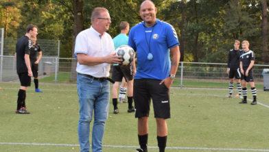 EFC-voorzitter Wim Peter van Panhuis en hoofdtrainer Carl Aventurin.