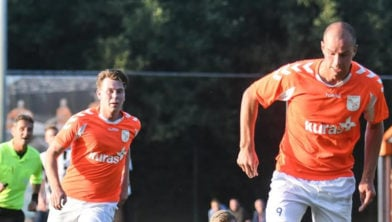 Elroy Martens (rechts) scoort de 0-3 en 0-4 voor FC Horst .