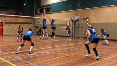 Pauwervoll Dames 1 wint met 4-0 van Surf D1.