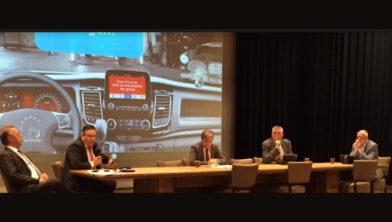 Wethouders Vogelsang, Van der Velden en De Haan, burgemeester Baars en wethouder Klappe.