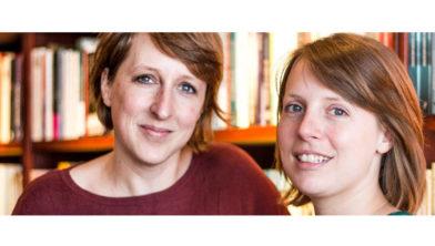 Boekverkooperszussen Elise & Marieke Walinga.