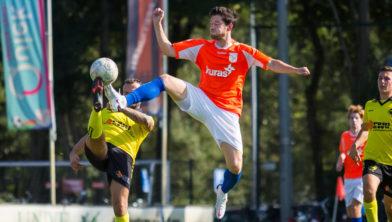 Paul van Prehn in actie tijdens de wedstrijd FC Horst – VSCO'61.