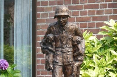Standbeeld ter herinnering aan Karl Heinz Rosch