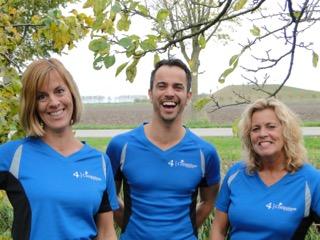 (v.l.n.r.) Leontien, Erwin en Peta lopen de marathon voor Patience