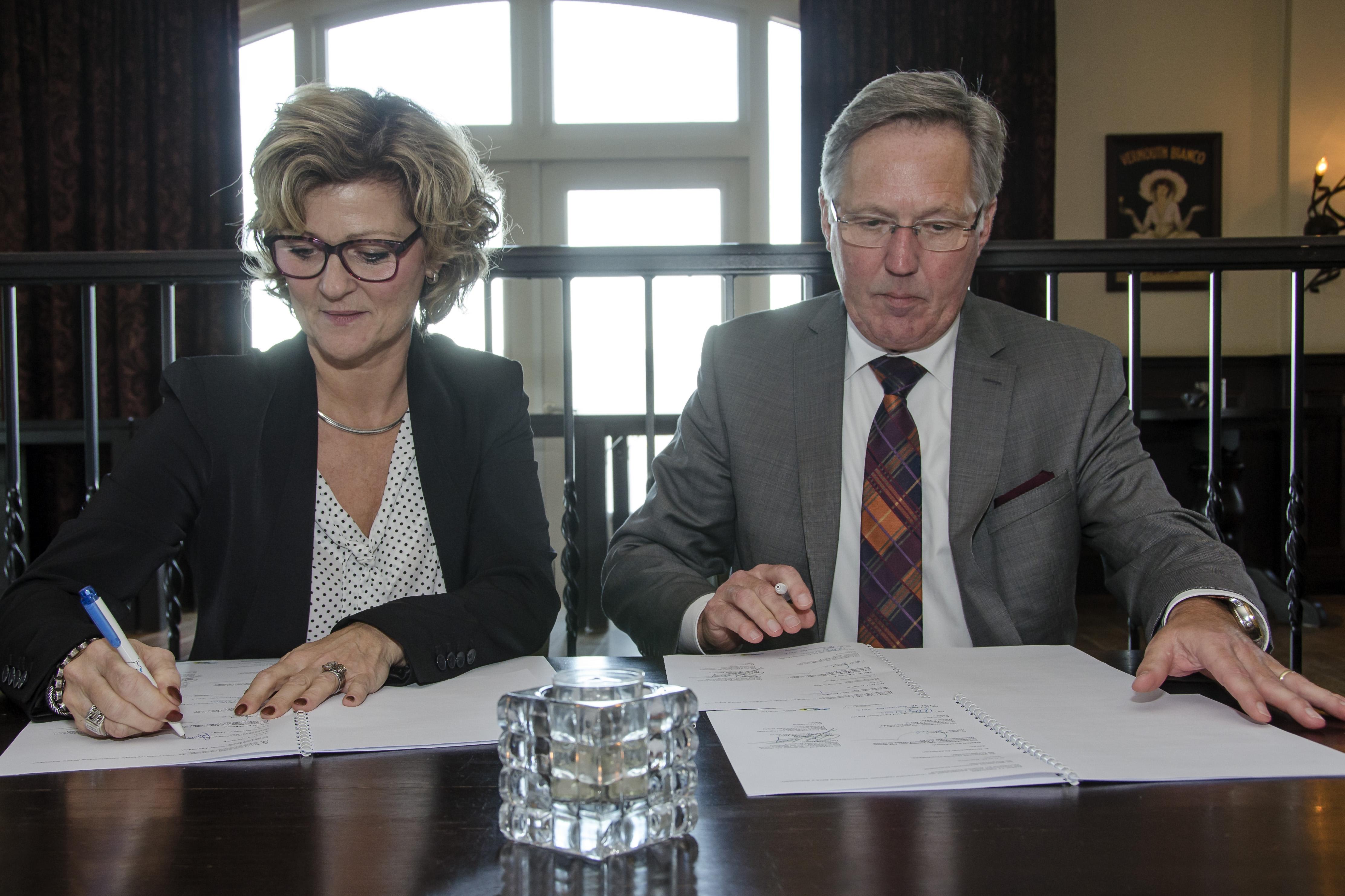 foto-bij-persbericht-ondertekening-handhavingsconvenant_1