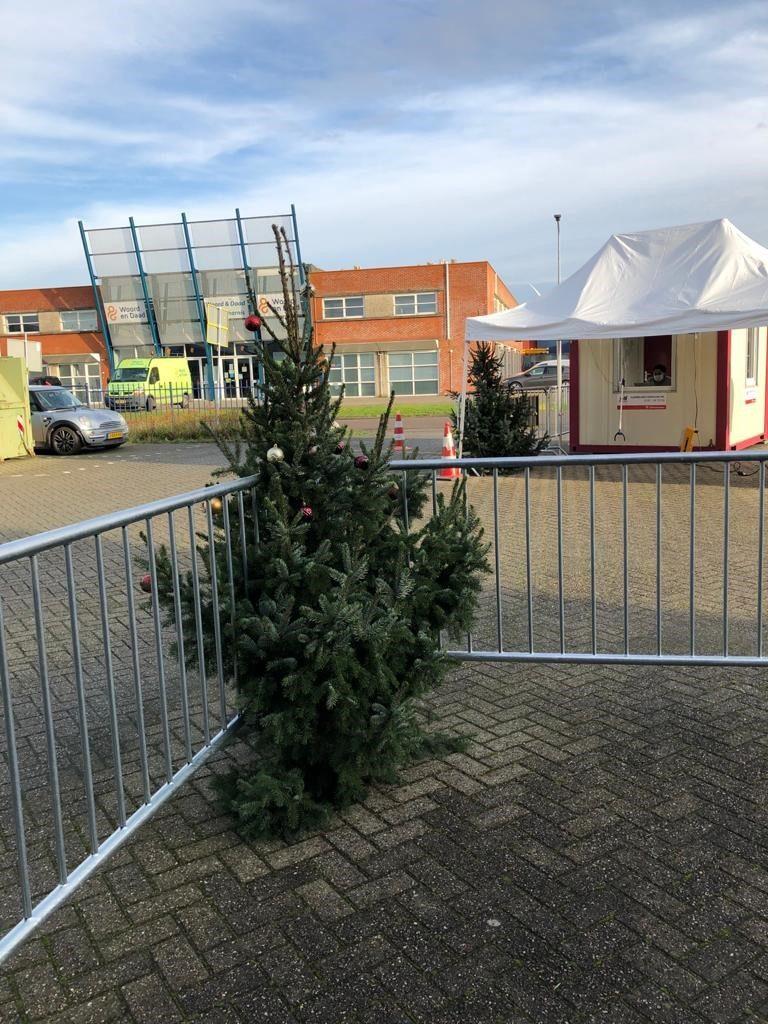 kerstbomen voor GGD testlocatie Middelharnis