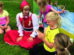 2015 07 07 Roodkapje bezocht het festivalterrein Festival Hongerige Wolf