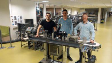 Winnende machine met de drie winnaars.