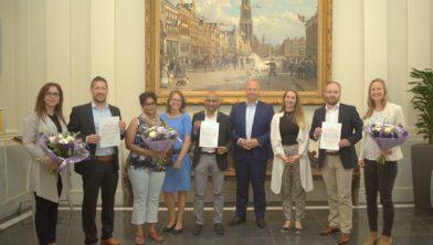 Wethouder Ton Schroor met de winnaars van de Social Return Awards.