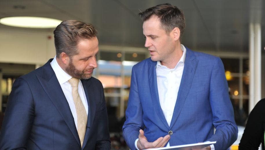 Lijsttrekker René Bolle overhandigde het actieplan aan minister Hugo de Jonge van Volksgezondheid, Welzijn en Sport.