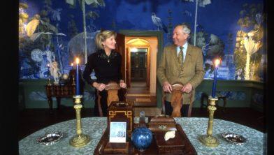Jos van Groeningen en Janneke van Groeningen-Hazenberg in de Blauwe Kamer van het Nijsinghhuis. .