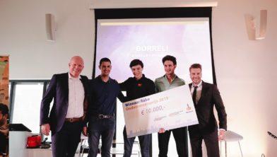 Jorn Hofman (midden) heeft de Rabo Ondernemersprijs gewonnen.