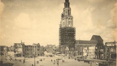 De Grote Markt na het bombardement in april 1945.