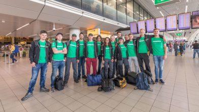 Het Top Dutch Solar Racing team vertrekt vanaf Schiphol.