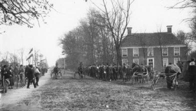 Finish paardendraverijen bij Huize Weltevreden, ca. 1925.
