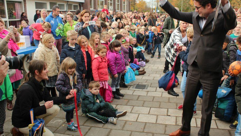 Wethouder Merijn Snoek heeft eindelijk een lintje doorgeknipt.